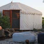 מתחם נוח ומזמין סביב האוהלים