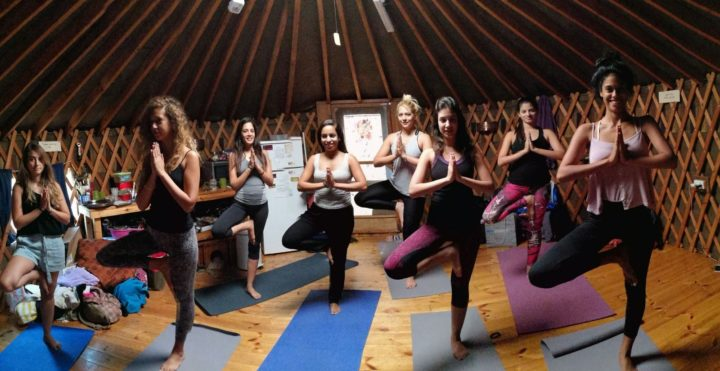 שיעורי יוגה באוהל